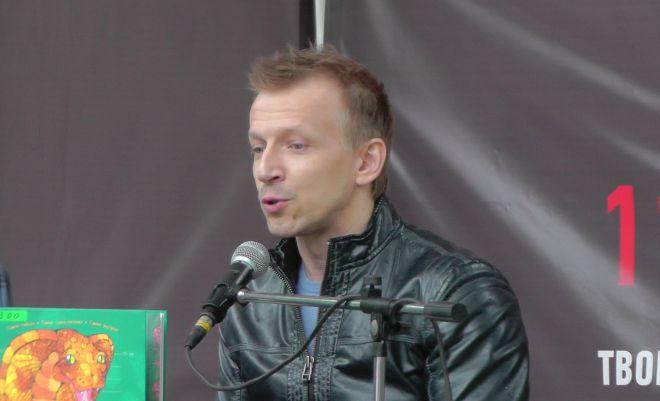 Антон Комолов на презентации своей книги
