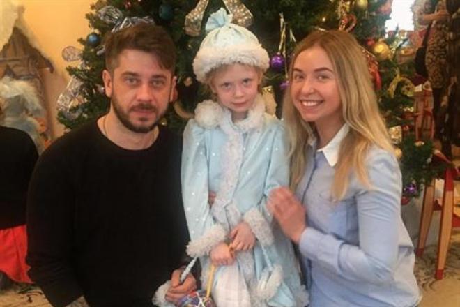 Стас Старовойтов и Марина Маматова с дочерью
