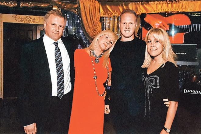 Оксана Пушкина с мужем, сыном и невесткой