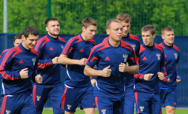 Денис Глушаков на тренировке со сборной России