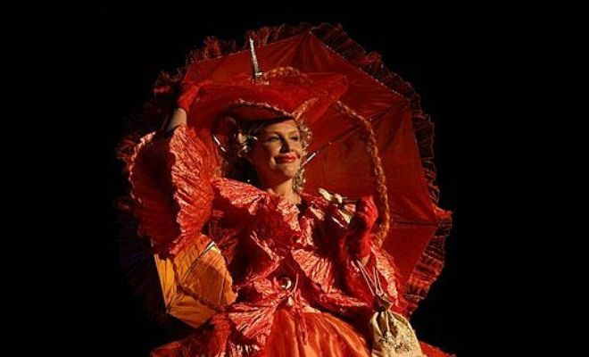 Мариэтта Цигаль-Полищук в спектакле «Женитьбе Бальзаминова»