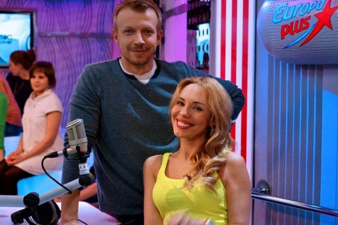Антон Комолов и Лена Абитаева на радиостанции «Европа Плюс»