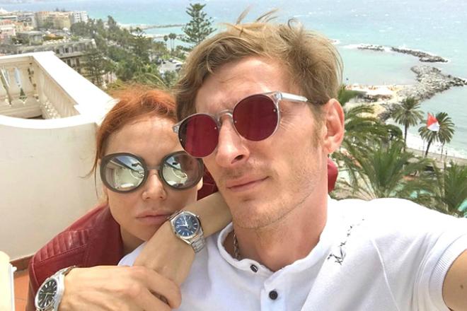 Павел Воля с женой в Испании