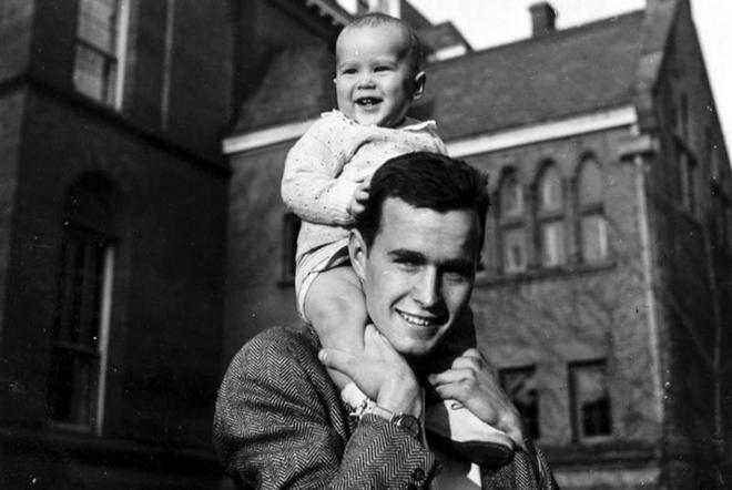 Джордж Буш-старший с сыном