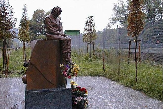 Памятник Айртону Сенне