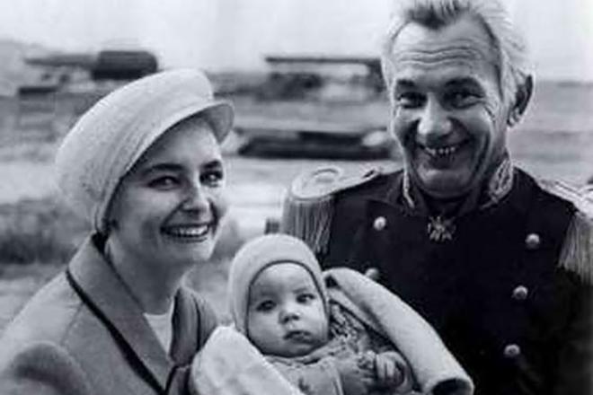 Ольга Соловьева и Иван Переверзев с сыном