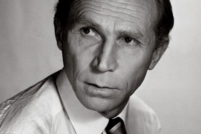 Актер Иван Лапиков