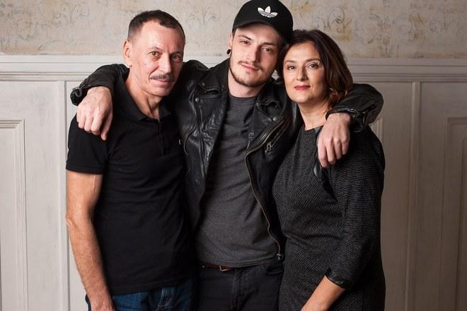 Саша Шапик с родителями