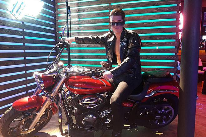 Роман Гриценко на мотоцикле