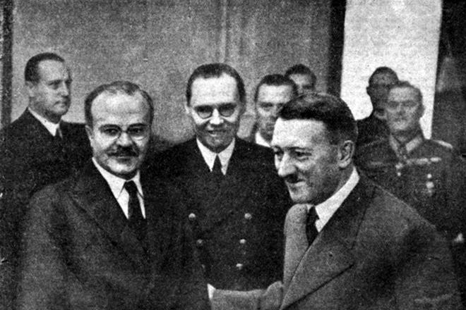 Вячеслав Молотов с Адольфом Гитлером
