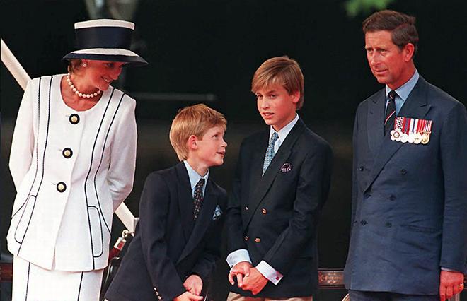 Принц Гарри с родителями и братом