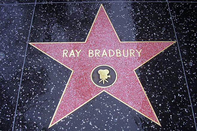 Звезда Рэя Брэдбери на аллее славы в Голливуде