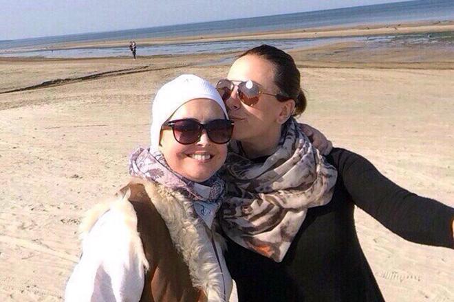 Наталья Фриске была рядом с сестрой во время ребилитации