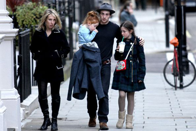Аарон Тейлор-Джонсон с семьей