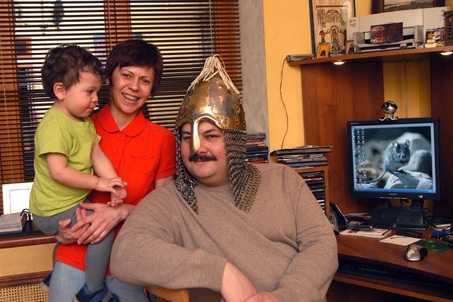 Сергей Лукьяненко с семьей