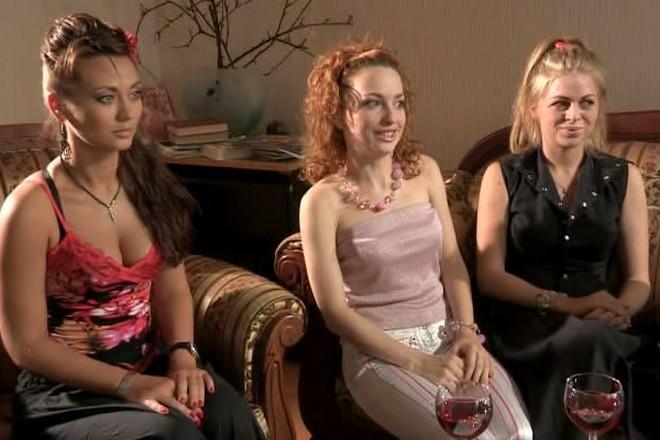 Анна Саливанчук, Яна Глущенко и Виктория Булитко в шоу «Три сестры»