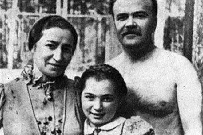 Вячеслав Молотов с женой и дочерью