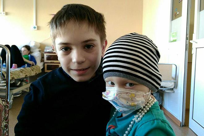 Данил Плужников посещает Московский онкологический центр