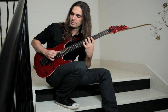 Гитарист Кико Лоурейро