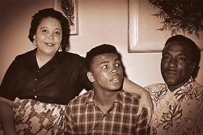 Мухаммед Али с семьей