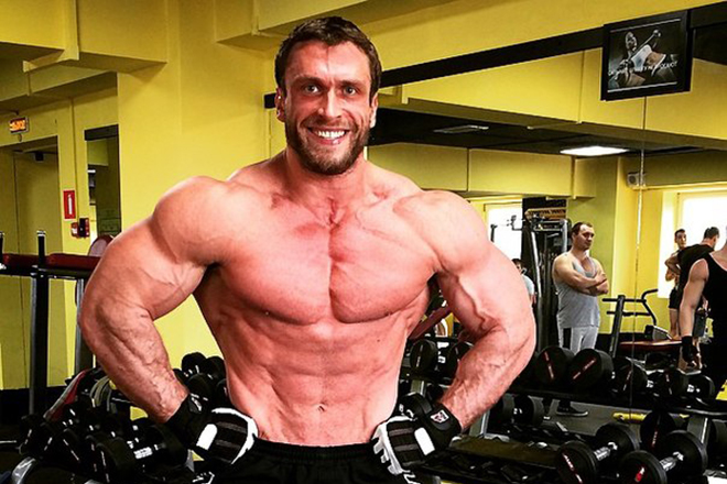 Дмитрий Клоков в спортзале