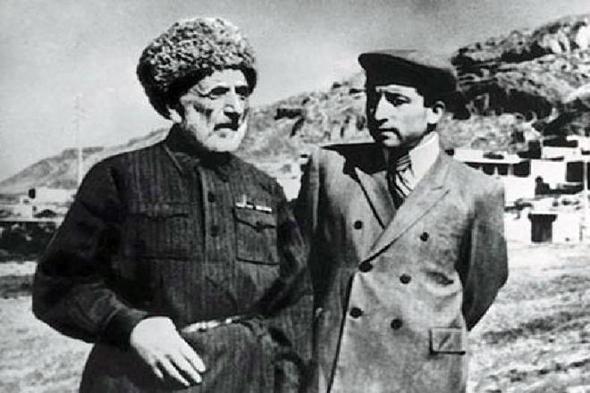 Расул Гамзатов с отцом