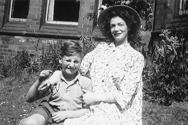 Джон Леннон с тетей Мими