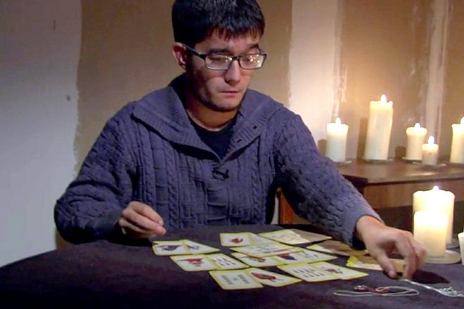Александр Кинжинов гадает на картах Таро