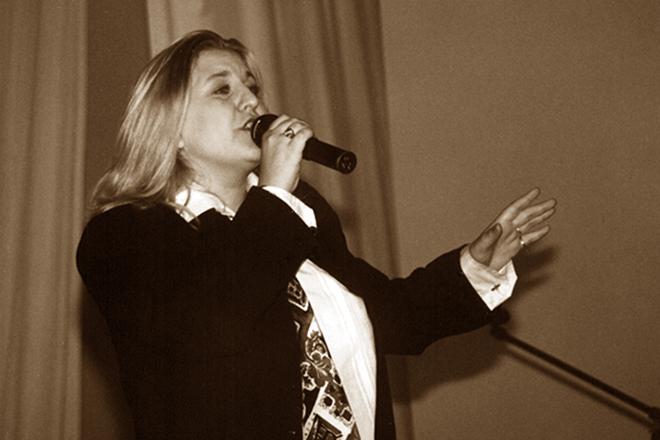 Катя Огонек на сцене
