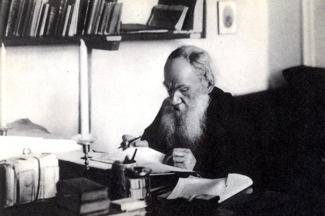 Лев Толстой пишет