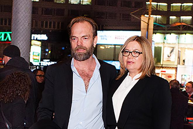 Хьюго Уивинг с женой Катриной