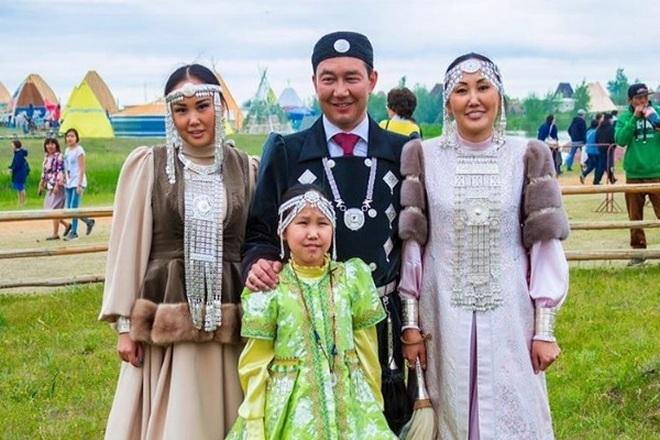 Айсен Николаев с семьей
