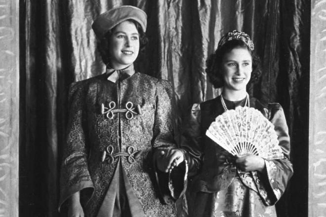 Елизавета II и принцесса Маргарет в молодости