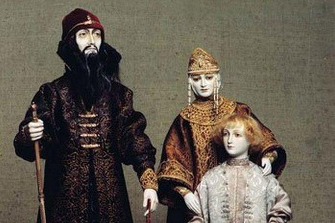 Куклы, изображающие Ивана Грозного, Марию Нагую и их сына Дмитрия