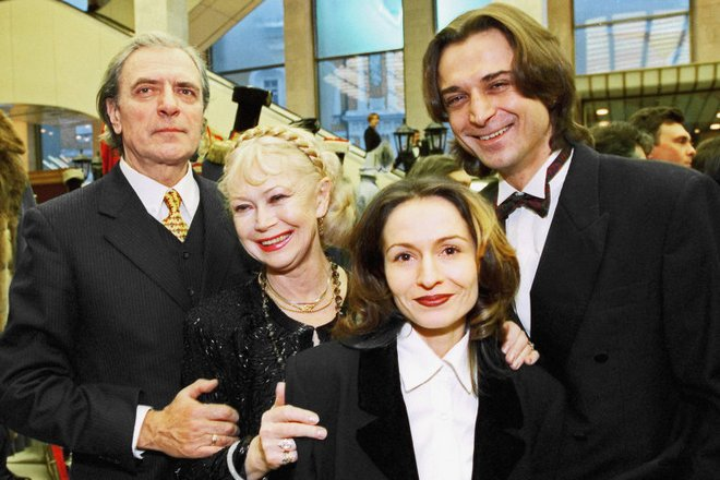 Александр Лазарев с женой, сыном и невесткой