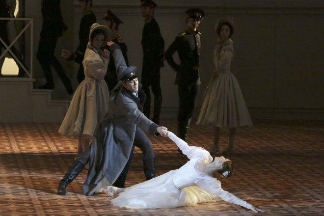 Светлана Захарова в спектакле «Герой нашего времени»
