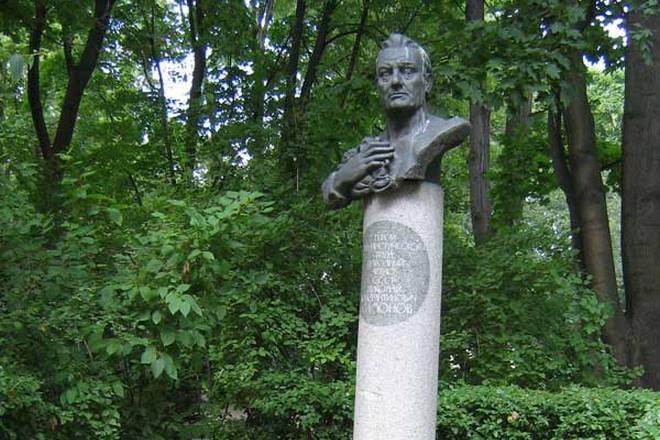 Могила Николая Симонова