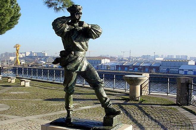 Памятник капитану Немо