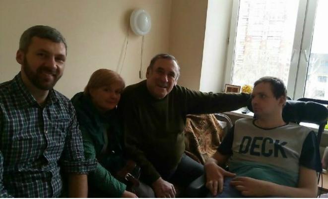 Алексей Янин с родителями
