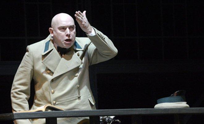 Виктор Сухоруков в спектакле «Р. Р. Р.»