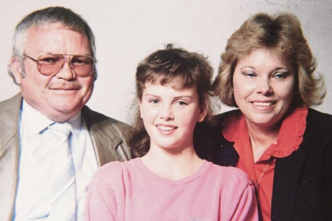 Шарлиз Терон в детстве с родителями