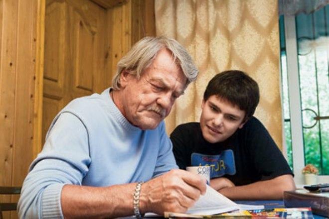 Леонид Кулагин с внуком