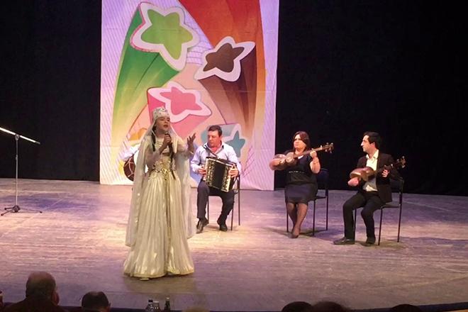 Эльвира Яхьяева на сцене