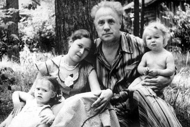Михаил Жаров с женой