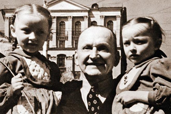 Сестры Вертинские с отцом