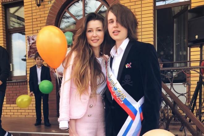 Анна Заворотнюк с братом Майклом на его выпускном