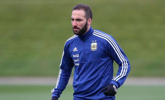 Гонсало Игуаин на тренировке сборной Аргентины