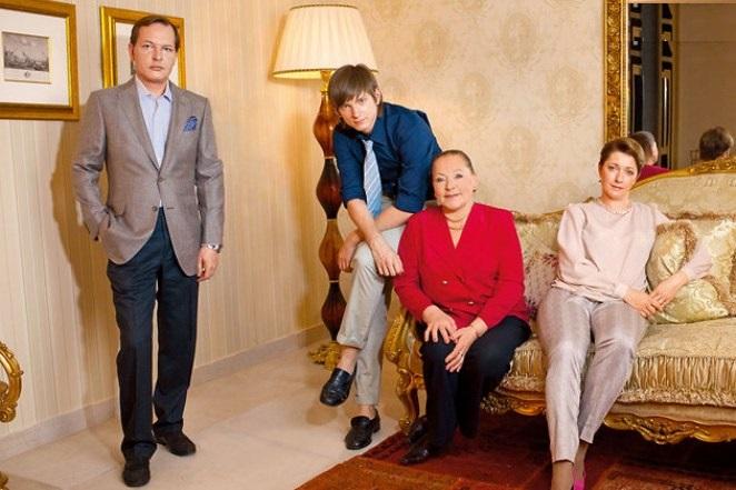 Раиса Рязанова с сыном, невесткой и внуком