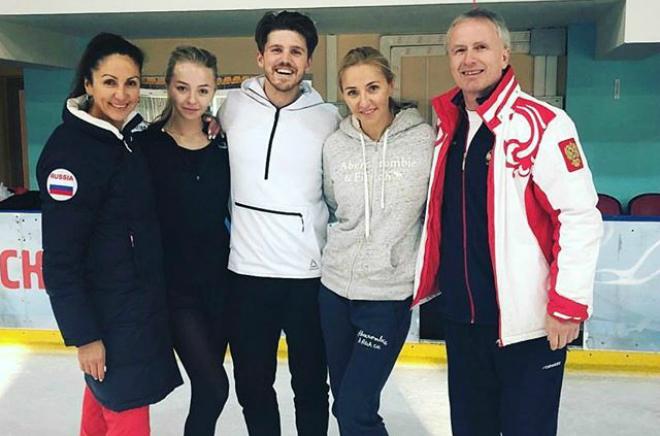 Александра Степанова и Иван Букин с тренерами и Татьяной Навкой