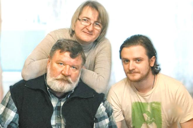Роман Мадянов с семьей